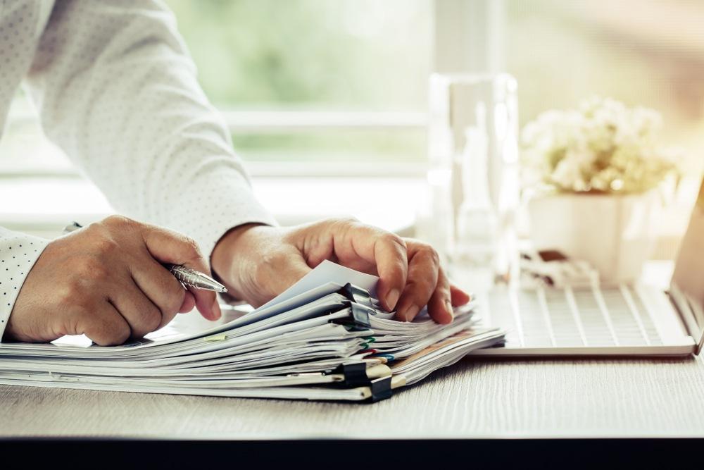 Certificats d'immatriculation et paperasse pour les transporteurs